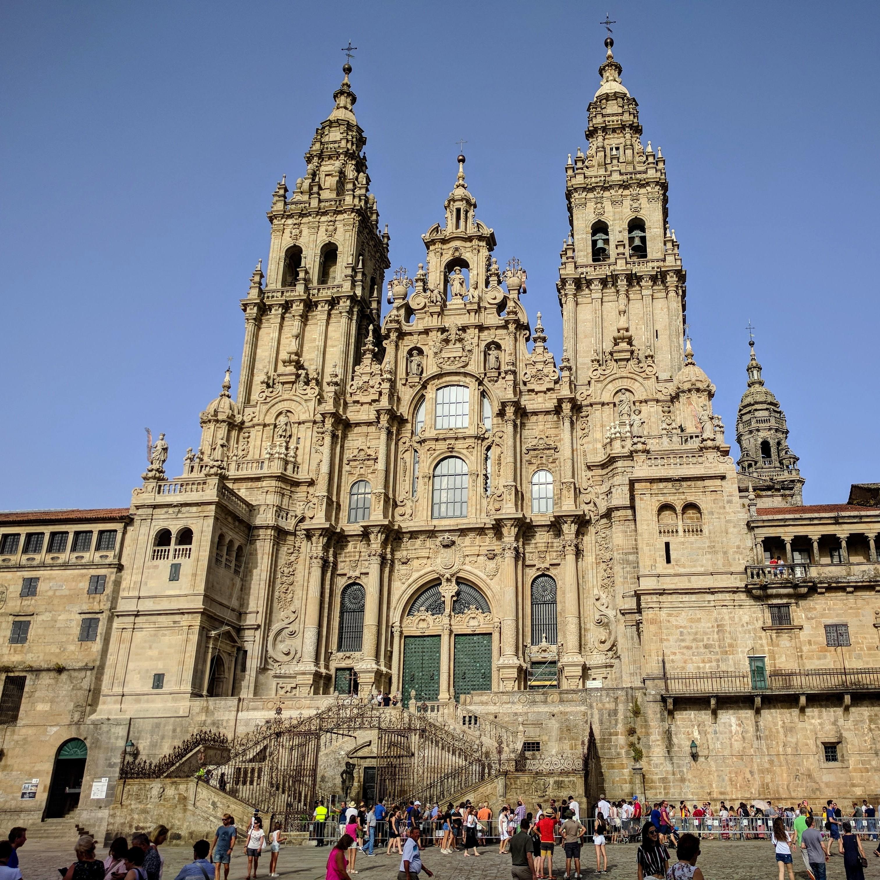 Catedral_de_Santiago_de_Compostela_agosto_2018_(cropped)